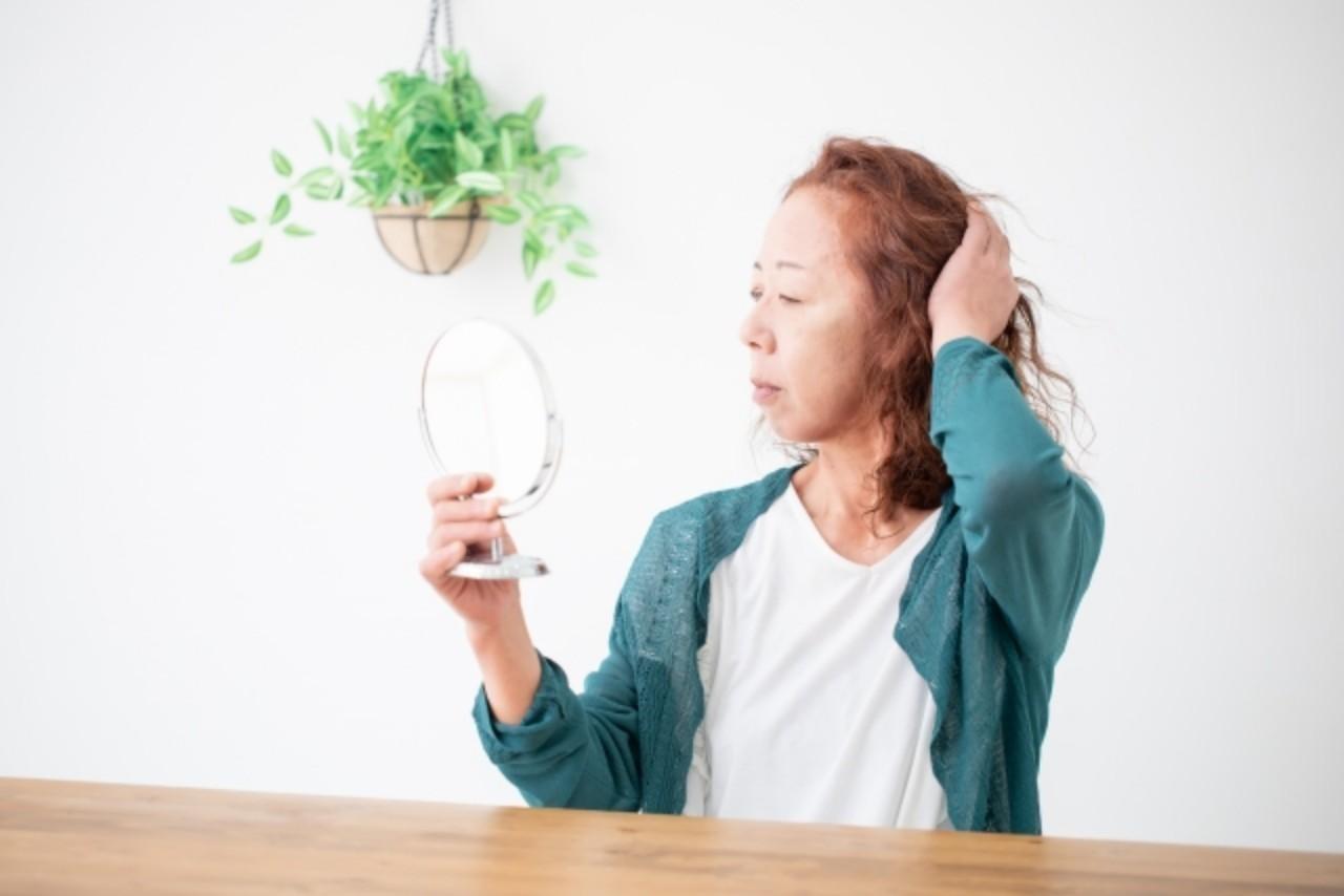 40代〜50代女性に見られる薄毛・抜け毛の症状
