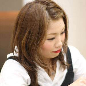 https://misono-salon.com/wp-content/uploads/2020/03/takahashi-mai_02-300x300.jpg